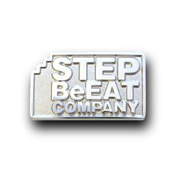 社章製作実例 株式会社J-STAFF内印刷事業部 STEP BeEAT COMPANY様