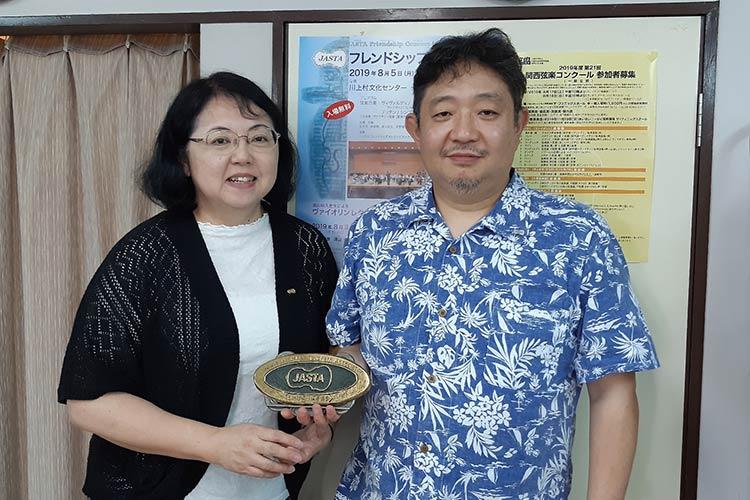 一般社団法人 日本弦楽指導者協会 事務局長の竹内洋伸さんと石野なおみさんの画像