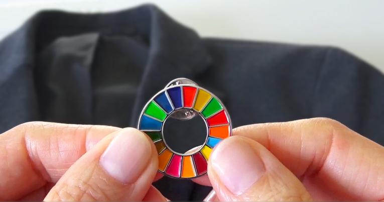 SDGsバッジのつけ方